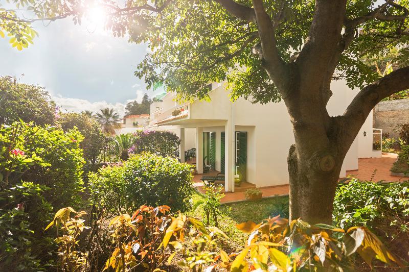Garajau 2, quiet apartment with garden - Image 1 - Canico - rentals