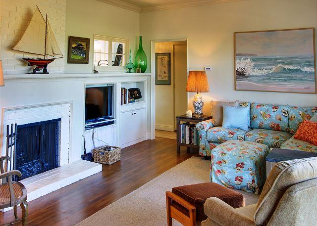 Welcome to Butterfly Landing!  Distant Bay Views in Butterfly Town USA. - 3717 Butterfly Landing ~Large Oak Tree Double Lot with Bay View, Walk to Town - Pacific Grove - rentals