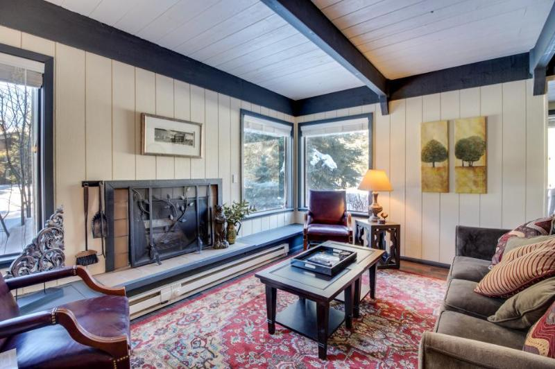 Bright and stylish condo, close to skiing, the lake & shared pool access - Image 1 - Sun Valley - rentals