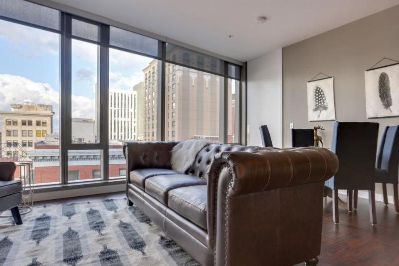 Elegant, dog-friendly downtown condo with wrap-around views! - Image 1 - Portland - rentals