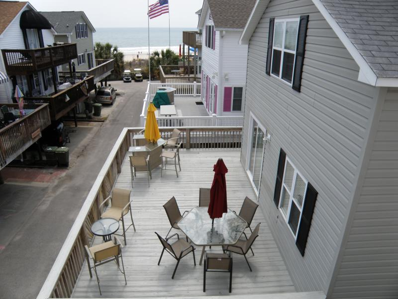 Full deck Plenty of seating, Gas grill available - Ocean Lakes -New Water Park, so much family fun! - Myrtle Beach - rentals