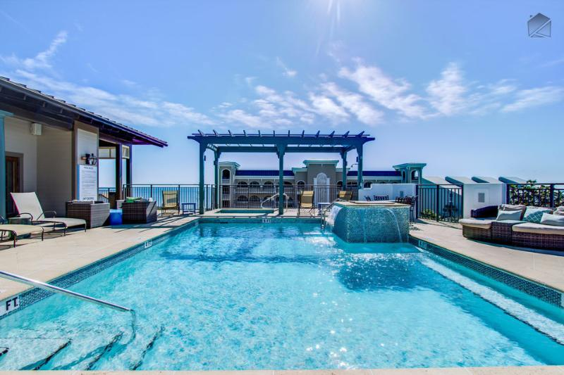 Make a splash under the fountain or lounge on one of the comfy chairs at the rooftop community pool. - Gorgeous condo at the Waterhouse, short walk to beach, rooftop pool and hot tub - Sea Breeze at Waterhouse - Seacrest Beach - rentals
