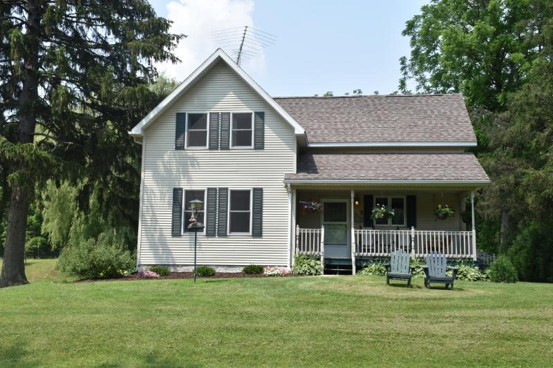 Front view of House - Country Farm House Vacation Rental - Readstown - rentals