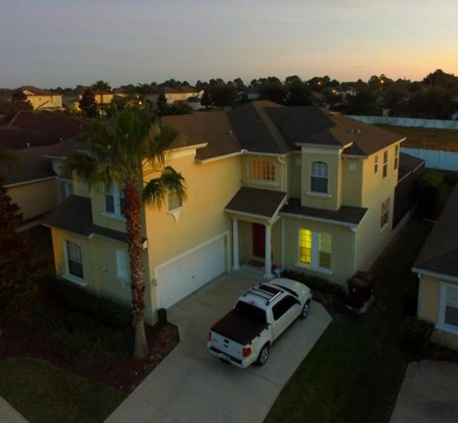 Could be YOUR car in the driveway! Pineloch Paradise. 6 Bed, 5.5 Bath beauty! - Central Florida's Relaxation Destination!! - Haines City - rentals
