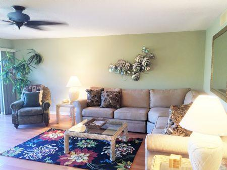 Large, Bright and Colorful Living Area - Doveplum 810 - Siesta Key - rentals