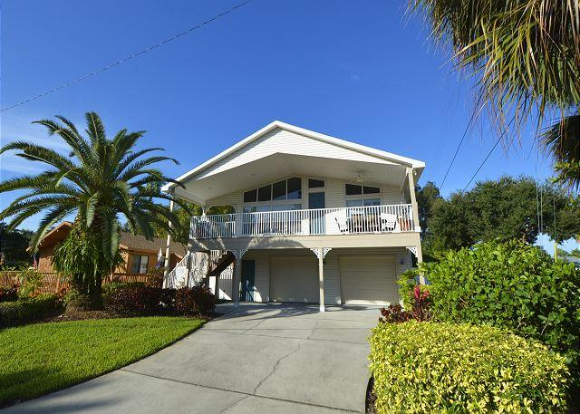 Front of building - Indian Rocks Beach-Perfect stilt home just 2 blocks from the beach!! - Indian Rocks Beach - rentals