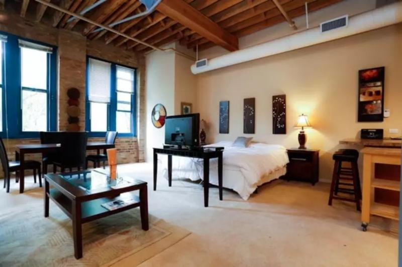 CLASSY FURNISHED 1 BATHROOM STUDIO APARTMENT - Image 1 - Chicago - rentals