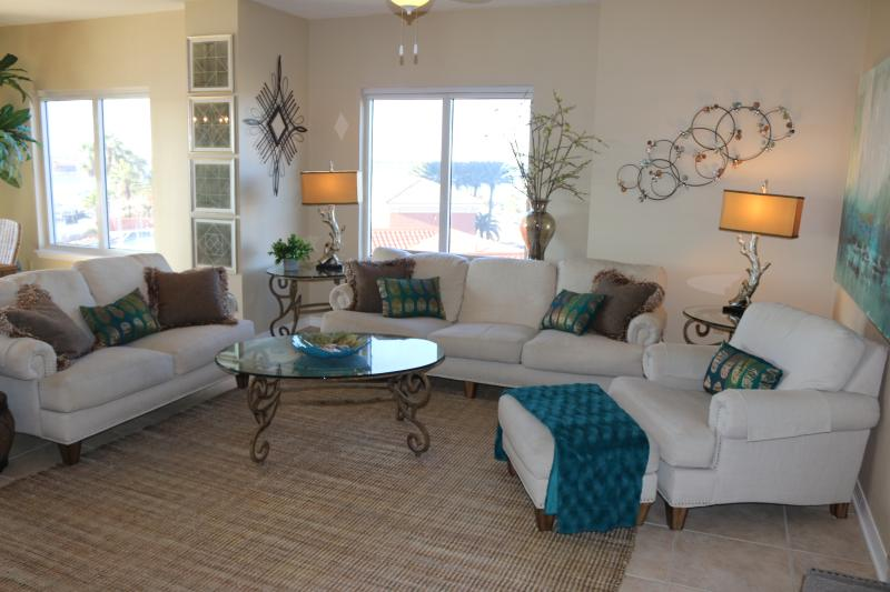 Beautiful, Clean and Comfortable...all with an amazing view. - Steps to everthing, Beach, Restaurants and more!! - Pensacola Beach - rentals