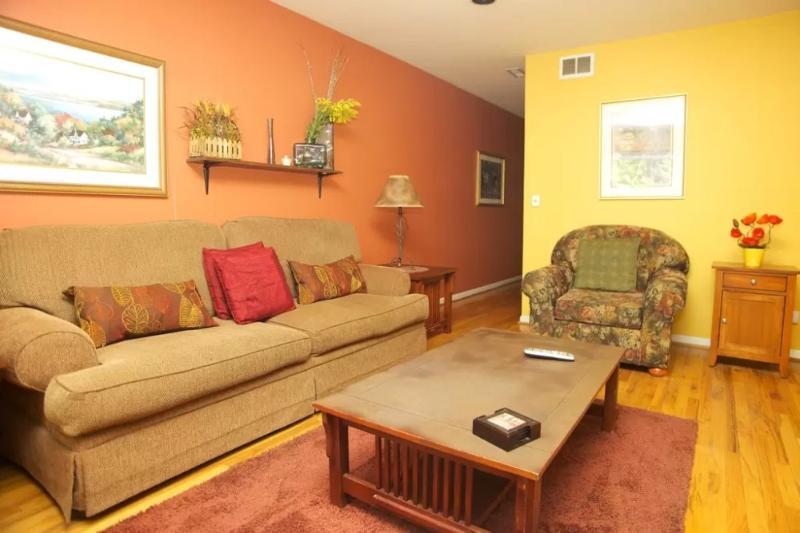 Contemporary 2 Bedroom, 2 Bathroom Apartment in Chicago - Image 1 - Chicago - rentals