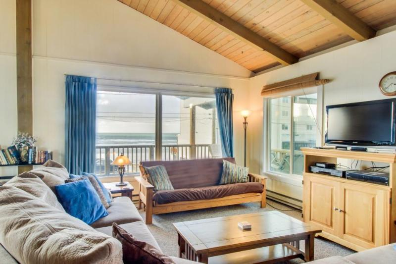 Dog-friendly oceanview duplex with beach access, walk to Nye Beach shops & more! - Image 1 - Newport - rentals