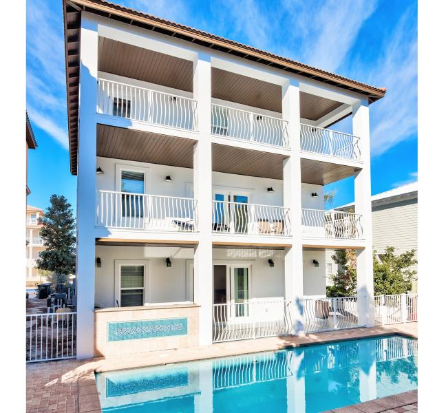 Calypso Features a Large Private Pool Hot Tub in Back of Home - Calypso: 9 Bdrm, Sleeps 28, Private Pool & Hot Tub - Destin - rentals