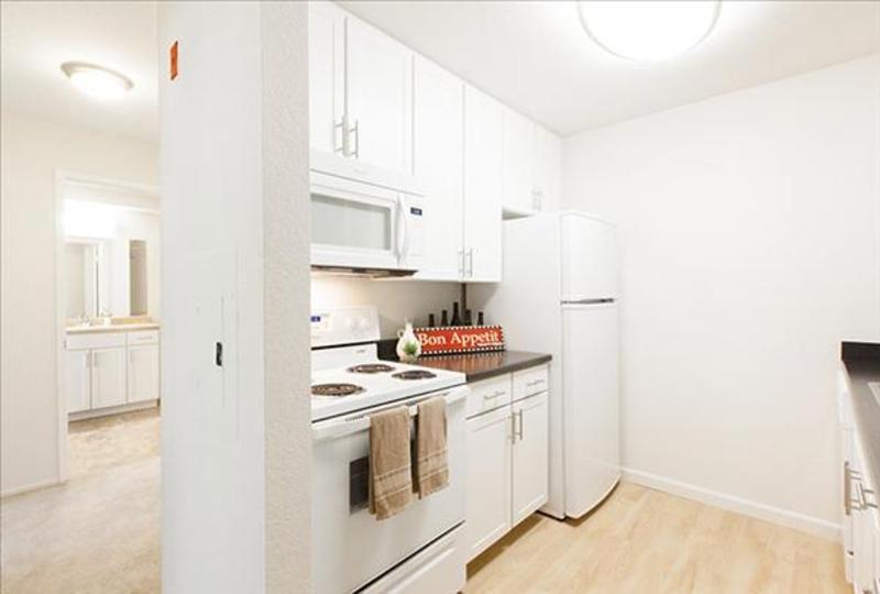 AMAZING FURNISHED 1 BEDROOM 1 BATHROOM APARTMENT - Image 1 - Emeryville - rentals