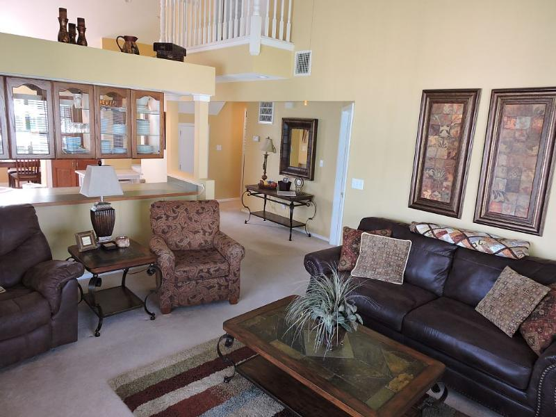Living Room with Juliet balcony and vaulted ceilings - Beautiful Clean 3 Bedroom/3 Bath Branson Condo - Branson - rentals
