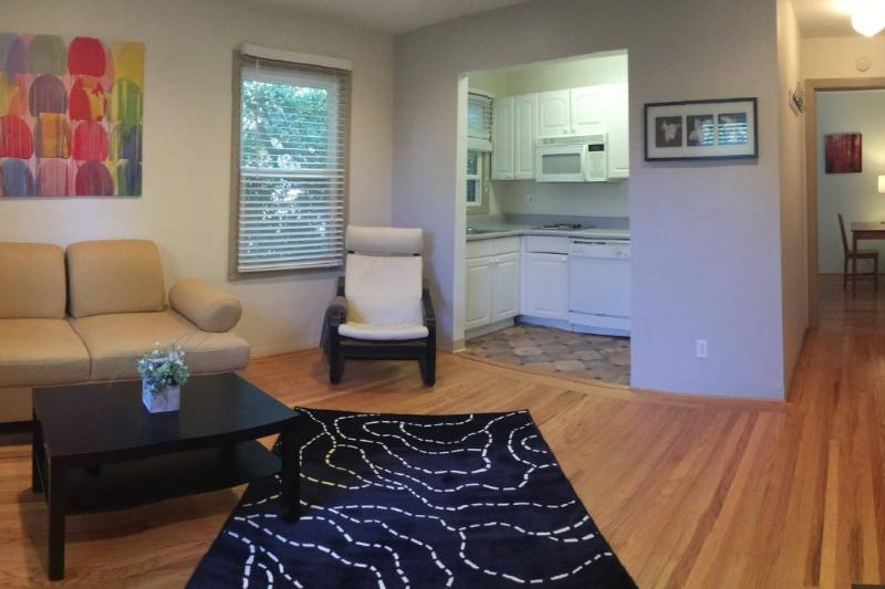STUNNING AND REMARKABLY FURNISHED 1 BEDROOM APARTMENT IN PALO ALTO - Image 1 - Palo Alto - rentals