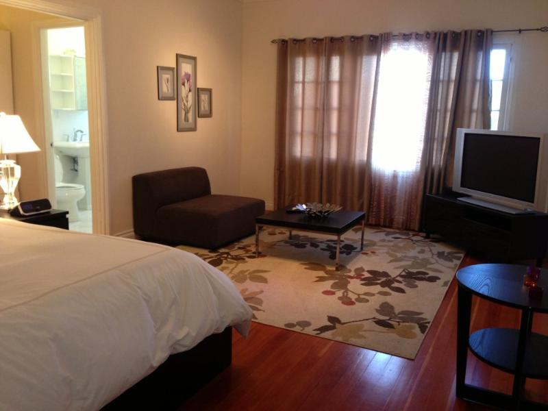 ALLURING FURNISHED 1 BATHROOM STUDIO APARTMENT - Image 1 - Santa Monica - rentals