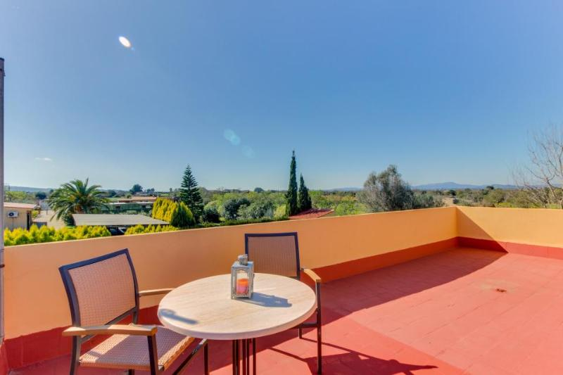 A private pool, views & a gorgeous patio, close to town! - Image 1 - Felanitx - rentals