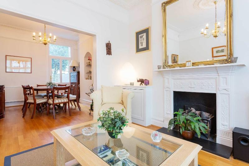 A bright three-bedroom home in fashionable Fulham. - Image 1 - London - rentals