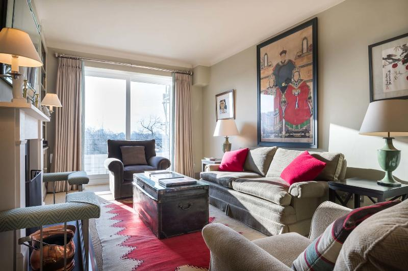 A chic two-bedroom apartment with fantastic views in Notting Hill. - Image 1 - London - rentals