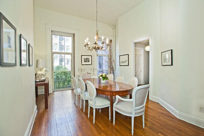 LUXURIOUS & IMMACULATELY STYLED 3 BEDROOM - Image 1 - New York City - rentals