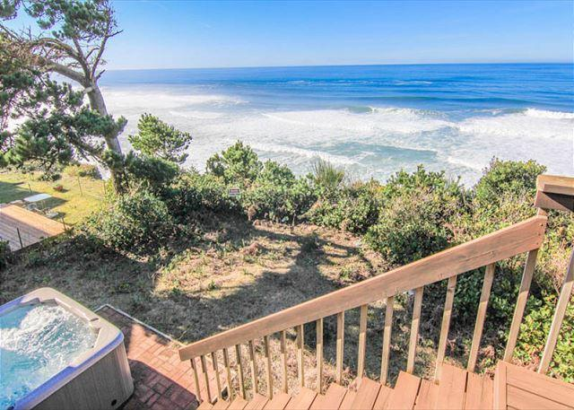 Great Ocean Front Home with Hot Tub! - Image 1 - Lincoln City - rentals
