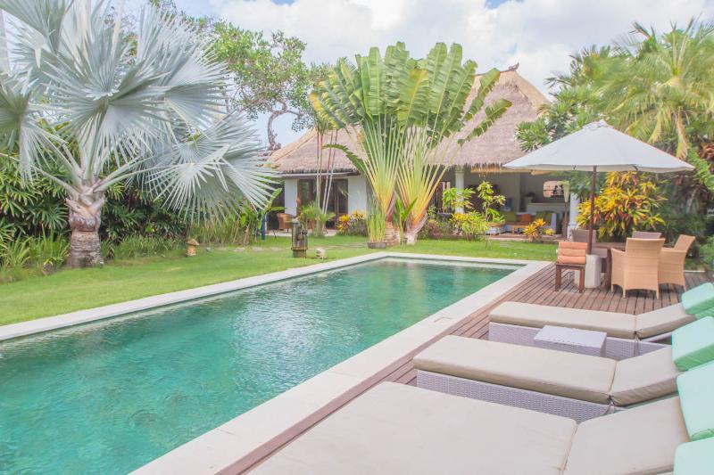 Villa Alang-Alang quiet large rustic just perfect - Image 1 - Seminyak - rentals