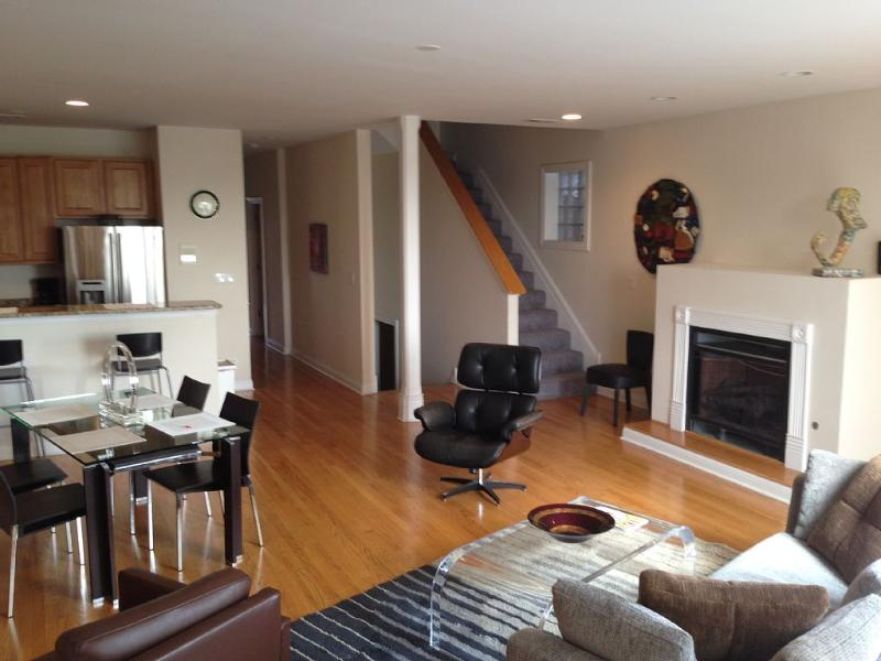 Main living area - Economic and Perfect in Chicago - Chicago - rentals