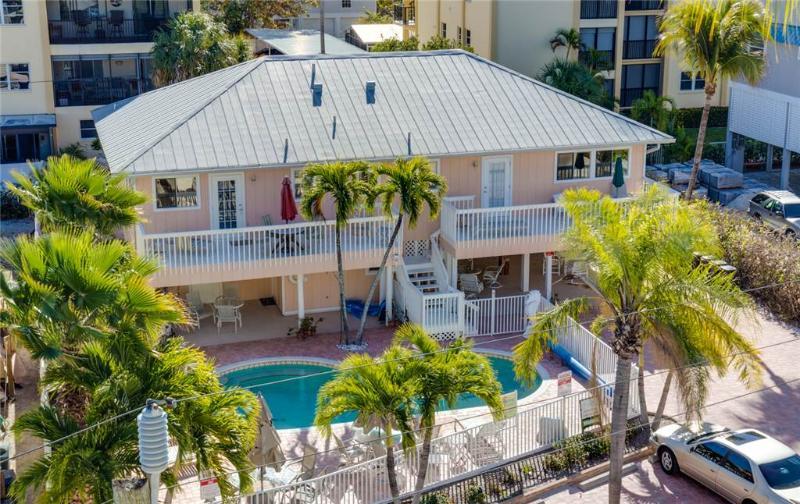 Sea Horse Manor, 6 Bedrooms, Heated Pool, Pet Friendly, Sleeps 18 - Image 1 - Fort Myers Beach - rentals