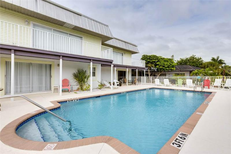 Tropical Shores Manor, 6 Bedrooms, Heated Pool, Sleeps 22 - Image 1 - Fort Myers Beach - rentals