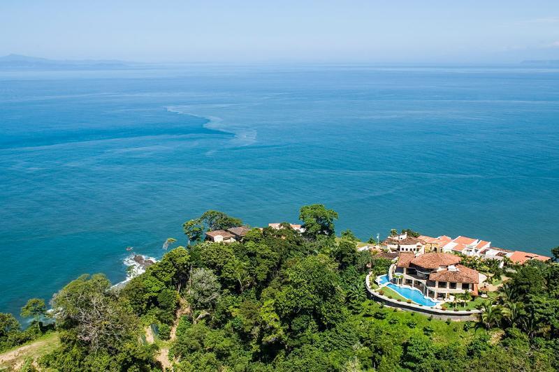 Villa Avalon, Sleeps 18 - Image 1 - Herradura - rentals