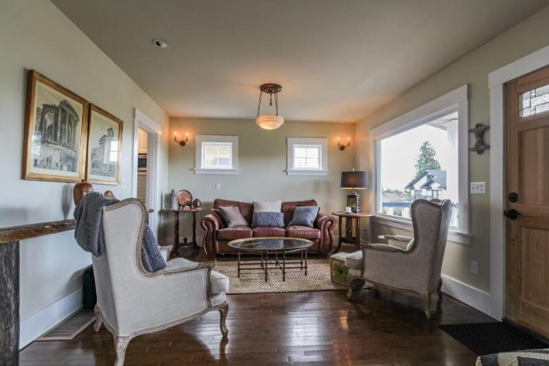 Dog-friendly vintage home w/private deck &  backyard - walk to Lake Union! - Image 1 - Seattle - rentals