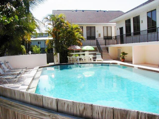 Pool at your door - LaPlayita Condo - Holmes Beach - rentals