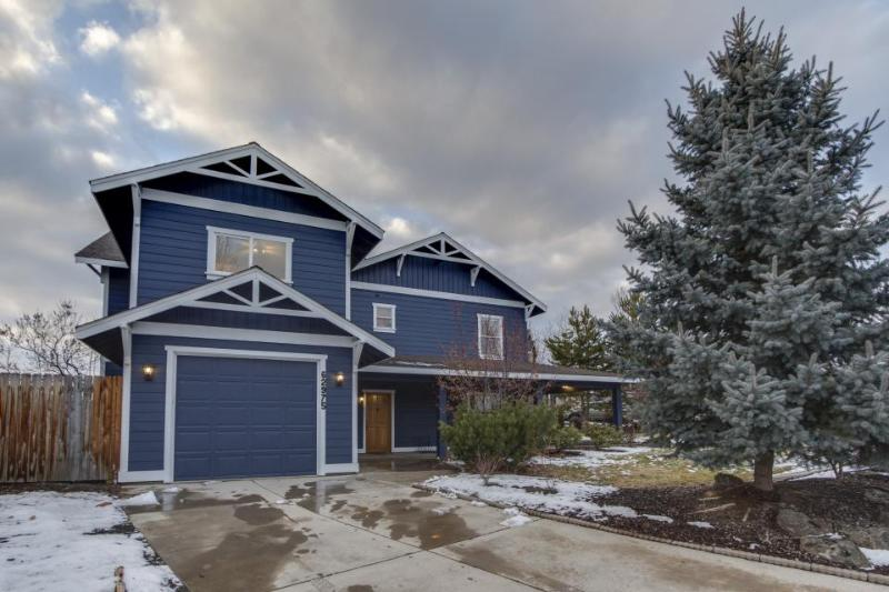 Lovely, family-friendly home w/ easy access to downtown & skiing! - Image 1 - Bend - rentals