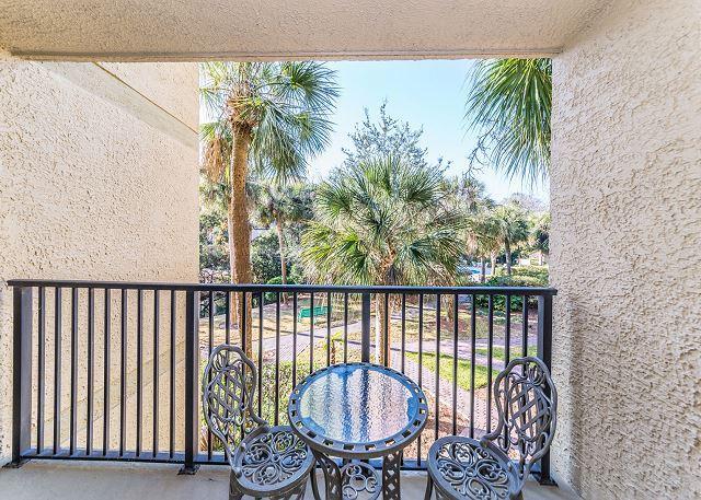 Make use of the balcony - Xanadu 6-C, 1 Bedroom, Large Pool, Tennis, Walk to Beach, Sleeps 4 - Hilton Head - rentals