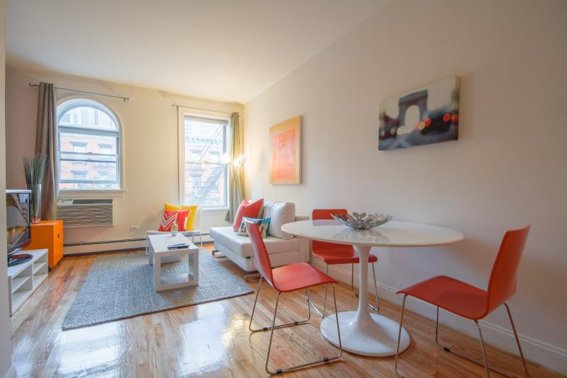 Spacious 2-bed Hell's Kitchen apt! - Image 1 - New York City - rentals