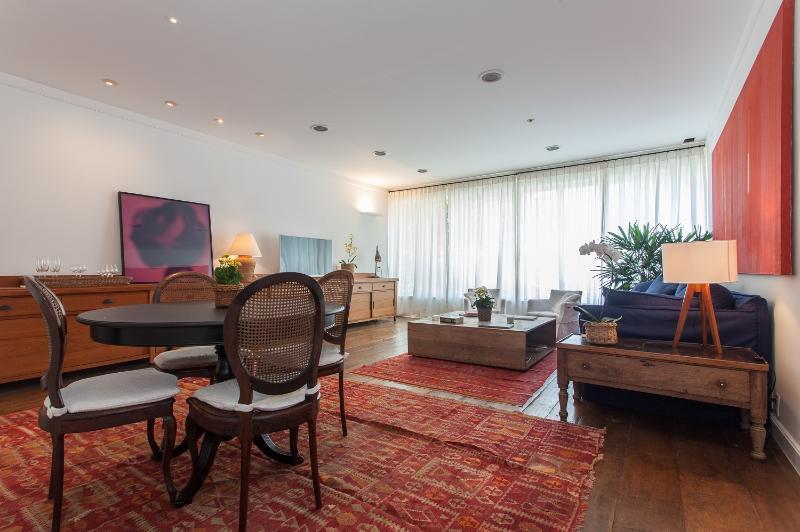 Tasteful 2 Bedroom Apartment in the Heart of Ipanema - Image 1 - Rio de Janeiro - rentals