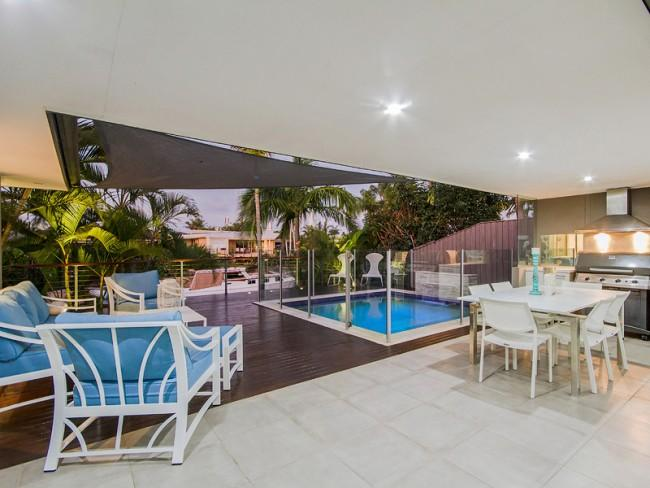 MALIBU SHORES - ** PAY 5 STAY FOR 7 IN JUNE** - Image 1 - Broadbeach - rentals