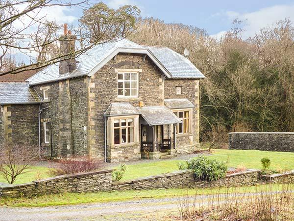 CAT CRAG, pet-friendly, ground floor shower room, Lake Windermere views, excellent facilities on-site, Graythwaite, Ref. 927008 - Image 1 - Graythwaite - rentals