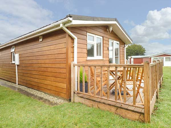 LITTLE TREBAH all ground floor lodge, private patio, Atlantic Bays Holiday Park St Merryn Ref 933463 - Image 1 - Saint Merryn - rentals
