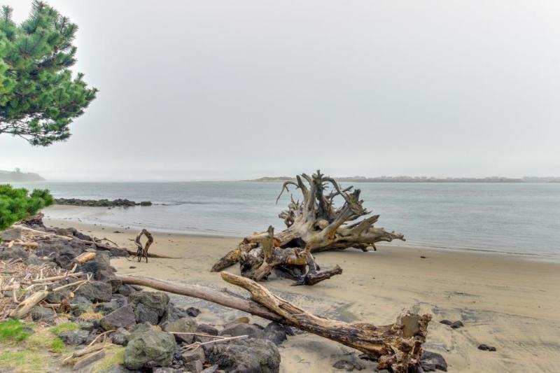 Gorgeous bayview home - walk to beach, shops, & restaurants! - Image 1 - Waldport - rentals