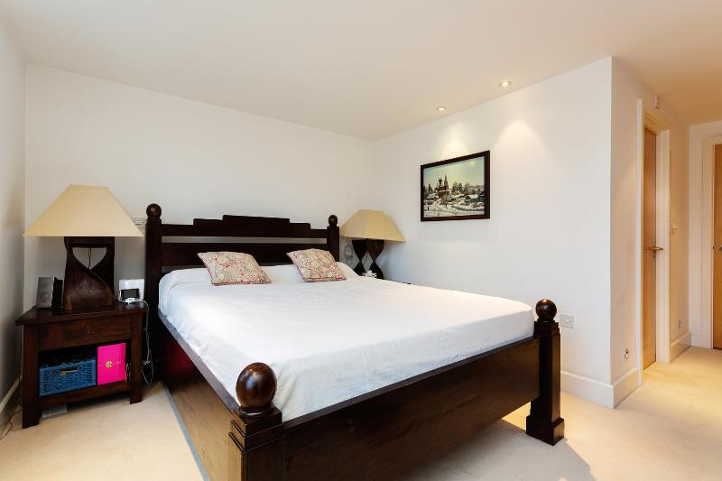 Spacious apartment located in the famous & Vibrant Camden Town - Image 1 - London - rentals