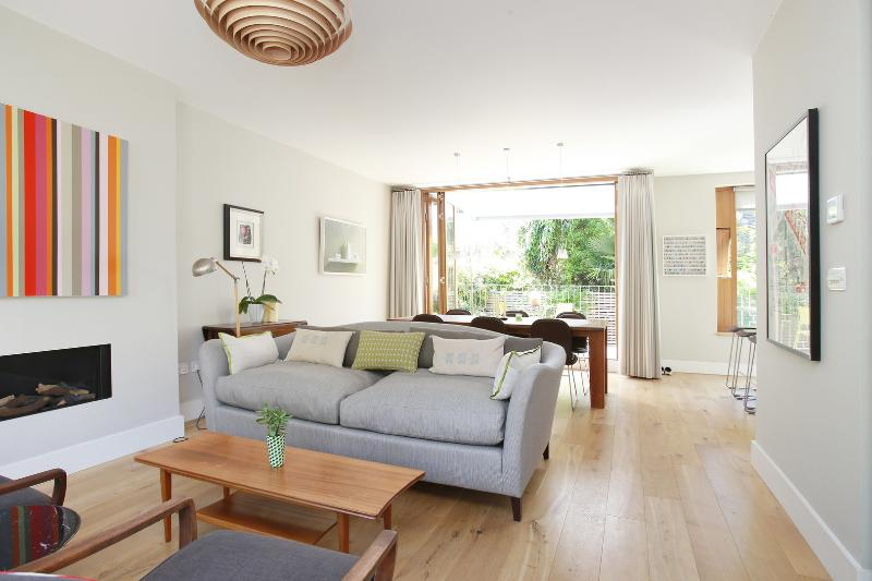 Mews Masterpiece, 3 bed on Boyne Terrace Mews, Holland Park - Image 1 - London - rentals
