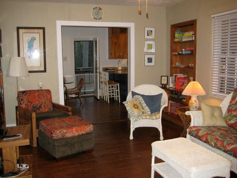 Living room - Less than a week to get away this summer?  W/pet? - Folly Beach - rentals