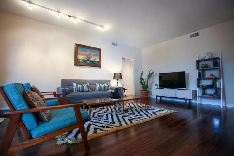Brand new, clean & beautiful 2 bedroom, 2 bathroom apartment in perfect Brentwood location - Image 1 - Santa Monica - rentals