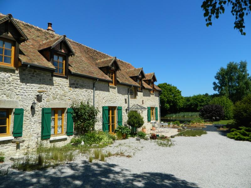La Basse Cour Farmhouse B & B and Gardens - Image 1 - Ancinnes - rentals