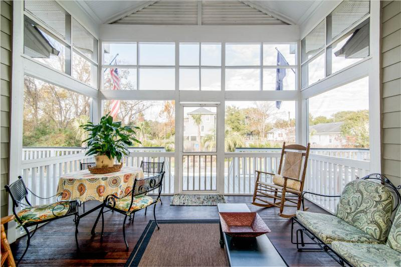 Screened Porch great for groups to enjoy. Overlooking pool. Ceiling fan.  - Classy One Level |5 BR + 4 FULL BATHS | POOL | The Trust Pool House | 2800 SQ FT - Charleston - rentals