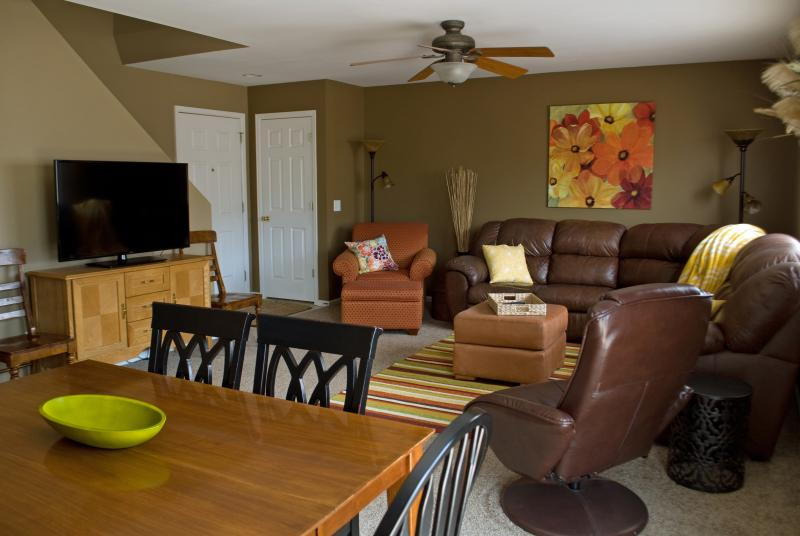 Combination living and dining room - BOOK FOR SPRING AND SUMMER NOW! - Colorado Springs - rentals