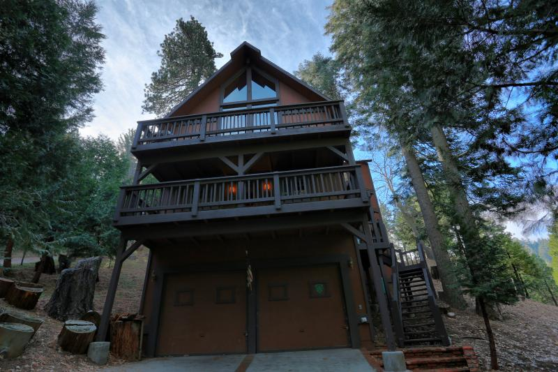 Welcome to this beautiful paradise in the woods! - Pristine 3BR Lake Arrowhead Cedar Chalet w/ Access to Private Lake - Surrounded by National Forest - Lake Arrowhead - rentals