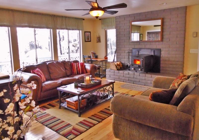 Modern rustic living room offers a cozy space for relaxing and visiting. - Modern-Rustic Retreat Home Near Downtown Flagstaff - Flagstaff - rentals