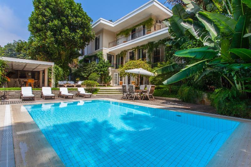 Expansive 3 Bedroom Home in Gavea - Image 1 - Rio de Janeiro - rentals
