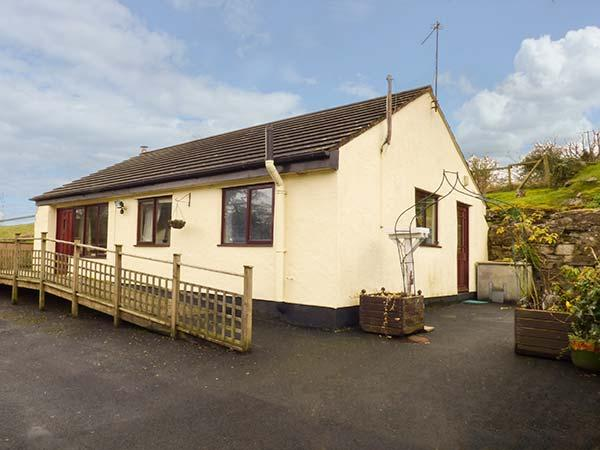 THE OLD MILL, pet-friendly, stabling available, WiFi, great walking and cycling, Dyserth, Ref 932715 - Image 1 - Dyserth - rentals